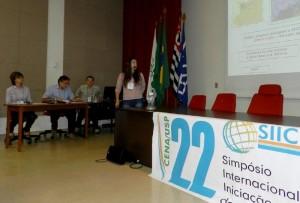 Eduarda Bovo Martins, aluna da professora Célia Regina Montes, foi a primeira a se apresentar